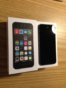 Mint condition iPhone 5S 30 days warranty +case - Telus/ Bell