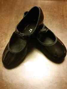 Girls' dance shoes - ballet and tap