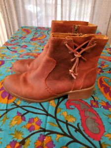 SPERRY LEATHER BOOTS SIZE 8