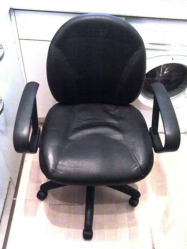 OFFICE CHAIR OPERATORS CHAIR BLACK LEATHER FACED GREAT CONDITION! *NO TEXTS PLEASE*