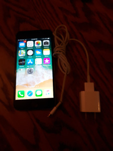 iPhone 6 Silver Unlocked in Mint Condition in an Otterbox Case