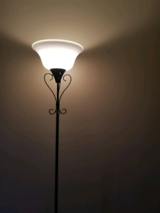 Lamp with adjustable height.