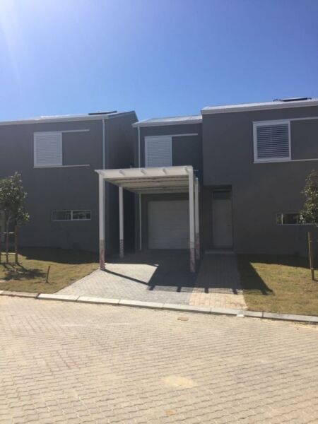 Beautiful brand new 3 bedroom townhouse in the Somerset Lakes Estate for sale - Excellent location