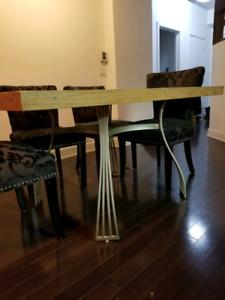 Table bois massif et chaise velours vintage baroque