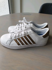 2 pairs of Kswiss trainers size 4