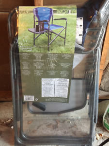 Camp chair with side tray