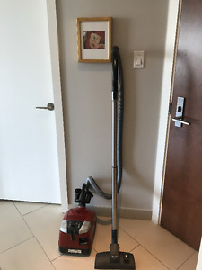 Miele Canister Vacuum Cleaner Model S6000