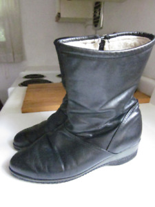 "Slightly Used LAD. ""DEFROSTERS BY KAUFMAN"" WINTER BOOTS-Sz 6 1/2"