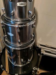 Pearl forum drum kit w/ joey jordison snare & mapex falcons
