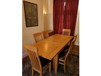 Oak Extendable Dining Room Table & Six Chairs