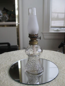 ADORABLE OLD VINTAGE SWIRLED CLEAR GLASS MINIATURE OIL LAMP