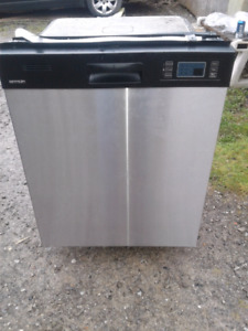 Brada Stainless Steel Dishwasher