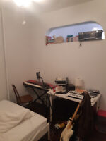 Room for rent oct 1st