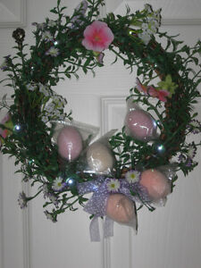 BEAUTIFUL 10-INCH BATTERY-OPERATED LIGHTED WREATH [NEW]