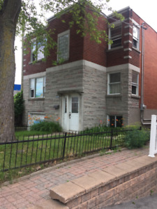 LARGE BRIGHT 2 BEDROOM 5 1/2 Apartment for rent **AVBL NOW**