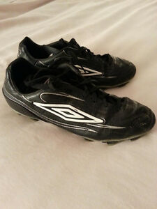Youth Umbro Soccer Shoes Size 7