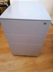 Steel cabinet drawers