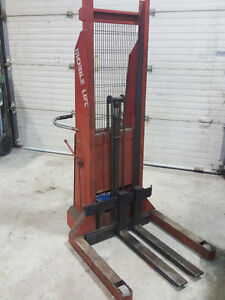 Mobil Hydraulic Lift 1500lbs Up & Down 5'