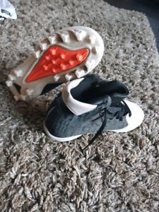 Youth Lacrosse/ football cleats size 4