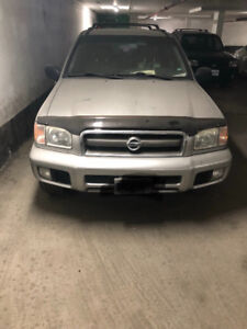 2003 Nissan Pathfinder with rims