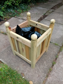Wooden planter with liner new