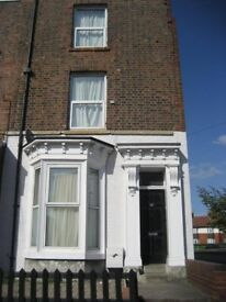 Double room in large shared house with views of Yok Minster