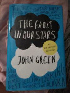 (The Fault In Our Stars)Book and (Paper Towns)Movie Pack