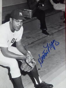 Hector Lopez New York Yankees Signed 8x10 Photo With COA