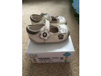 Girls clarks shoes in size 3E