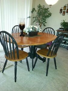 Dining Room Table with 4 matching Chairs and Corner Hutch