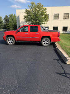 09 Chevy Avalanche- need gone