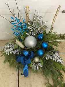 CHRISTMAS PLANTERS, WREATHS AND ARRANGEMENTS