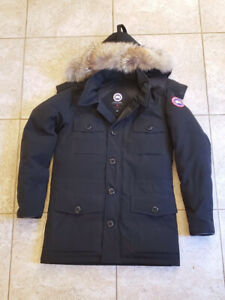 Canada Goose Banff Parka • ( Small Patched   Hole    )