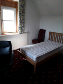 MEDIUM SIZED ROOM TO LET IN A LARGE DETACHED HOUSE EPCD56