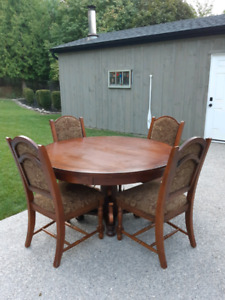 5 Piece Dining Set *Delivery Available*