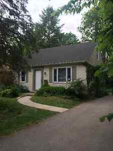 UWO 5 Person Student House Rental 133 Sherwood Ave (Western)
