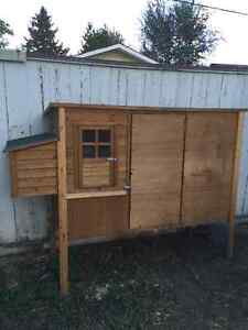 Chicken coop for 2-4!
