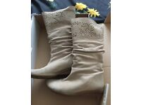 Ladie boots size 5