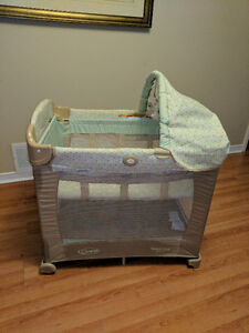 Graco Travel Lite with stages Basinette and Playpen