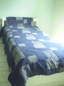 couverture, couverte douillette jeté bleu de lit
