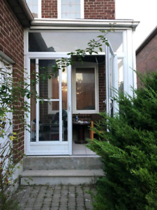 Room for rent near square one