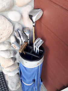Northwestern Graphite Golf Clubs & Bag in Crowsnest Pass