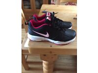 Nike running trainers size 6