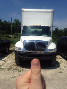 2005 International 26 Cubic Foot Box - Straight Truck