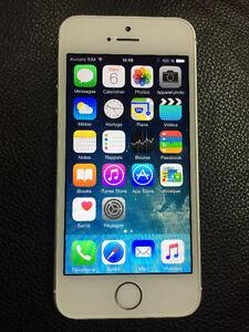 iphone 5s blanc 16 gb unlocked / déverrouillé  300 $ firm