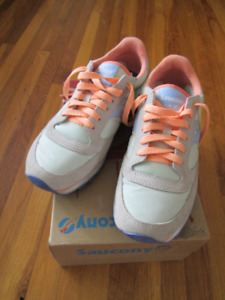 *Like New* Saucony Women's Jazz Lowpro Shoes Size 8