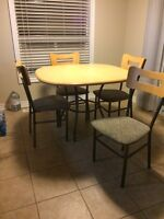 Moving : Kitchen Table and 4 Chairs