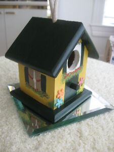 SIMPLY ADORABLE COLOURFUL LITTLE HANGING BIRD HOUSE