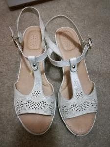Bata comfit platform heel sandals