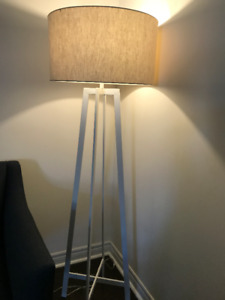 Castillo floor lamp from crate and barrel in excellent condition